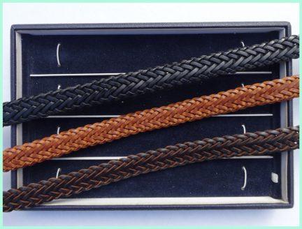 zwart - lichtbruin - donkerbruin. leren vlecht armbanden atelier texel.