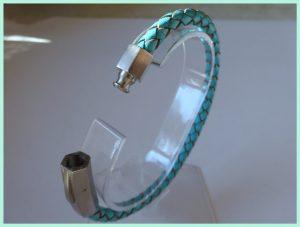 Leren armband blauw met edelstaal slot